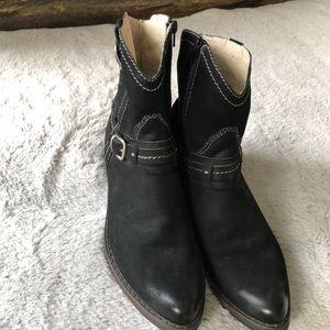 Bernardo black suede booties Size7
